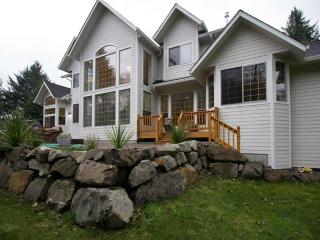 JULY CANCELLATION, FREE NIGHT/DISCOUNTS! LAKE HOUSE SLEEPS 26! IMMACULATE HOME!