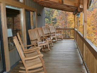 Buck Horn Lodge, 4 BR/3BA, Private, 3800' w/view of Maggie Valley