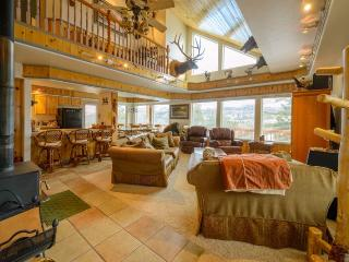 Kokopelli Retreat has great views with very comfortable kitchen/family room on