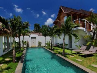 Trendy Tropical Villa Seminyak Oberoi