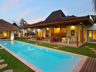 #D14 Gorgeous Spacious Villa 500m Kudeta Beach Seminyak