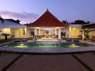Elegant Villa Central Seminyak