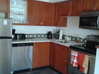 2BD/2 BTH twnhm. private hot tub  King Bed.  Walk village and gondola