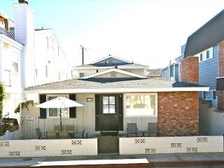 Great 3 Bedroom Single Family Home! Just 4 Houses From Beach! (68195), Newport Beach