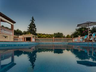 Classic Design 5 Bedroom Luxury Villa, Acrotiri