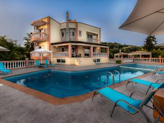 Classic Design 5 Bedroom Luxury Villa