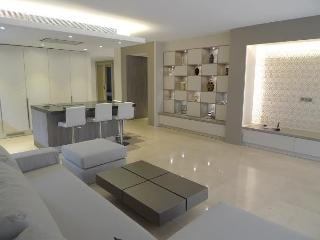 Chic and modern 5* apartment in Golden Mile, Marbella