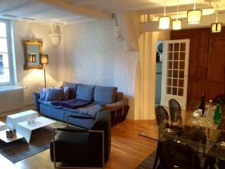 A CHIC 2/3 bedroom 2 bathroom, outdoor area., Dijon
