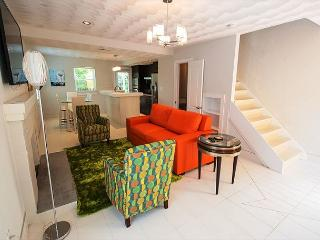 The Modena at Plaza 2700. Pet Friendly Townhome Steps from the Surf!