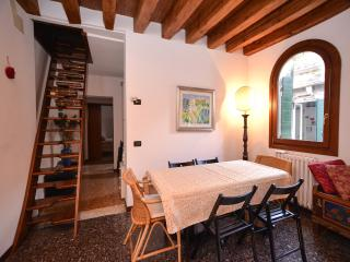 Ludovica Apartment, 4th floor, close to F.te Nove