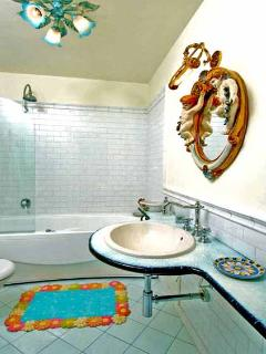 15 Romeo bathroom