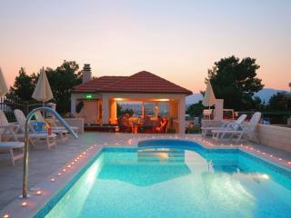 Villa Miljak with 6 apartments
