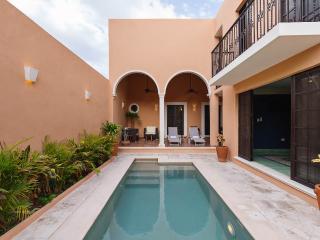 Elegant getaway for families in Merida heart.