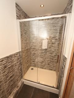 En-suite shower room (double bedroom)