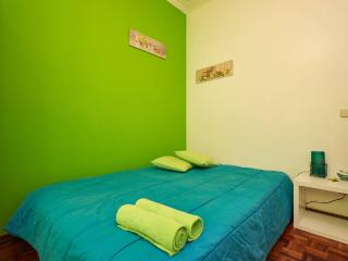 HYH Carcavelos Country - Room 5 Lemon Green
