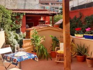 """Casa vacanze indipendente con giardino privato """"I Nasturzi"""", Rome"""