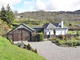 Peaceful,Cosy&ComfortablArdnamurchan Holiday Cottage close to sea with stunning Views & Wildlife!