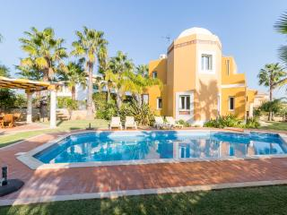 V4 Alegria - 4 Bedrooms Villas With Pool, Guia