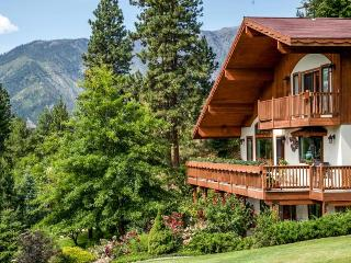 Fox Den Bed & Breakfast 1.5 miles from Leavenworth