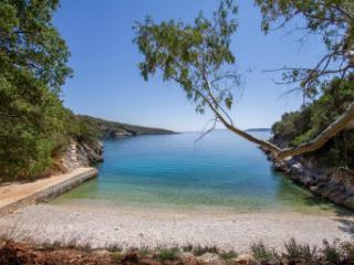 Villa Trianda, a true gem just 27 steps from the beach!, Sivota