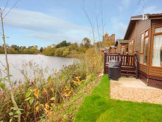 4 CASTLE VIEW, beautiful lodge with excellent views, en-suite, on-site facilties, Tattershall, Ref. 929854