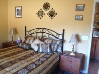 Wine Country Private Queen bedroom, Temecula