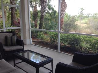 Quiet resort, Condo 2200 SF with nature view, 3bdrms, pool, spa, Naples