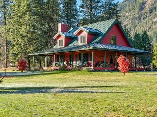 Little Red Cabin, Leavenworth