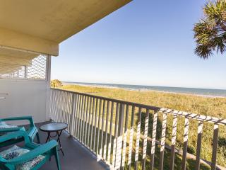 DIRECT BEACH FRONT CONDO, 1/1, PRIVATE BALCONY, GREAT VIEWS AND BREEZES, WEEKLY