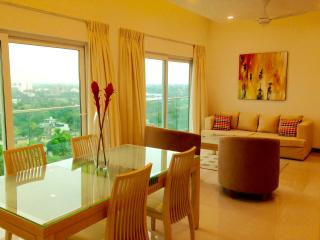 Stylish new apartment, great views, luxury complex, Sri Jayawardenepura