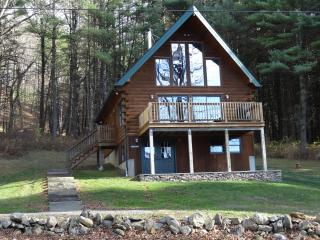 Beautifully decorated & immaculate log chalet, Hillsdale