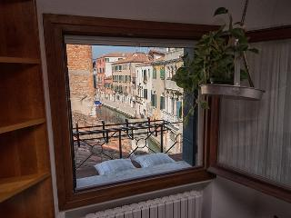 Timone apartment in Cannaregio,  view on a canal!, Venecia