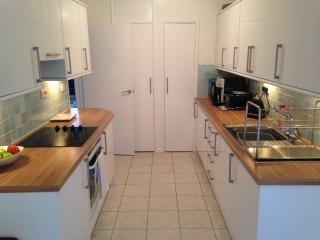 Newly renovated, quiet flat for 4 persons, Eastleigh