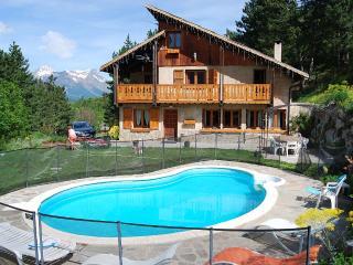 Chalet confort 10 personnes avec piscine chauffee
