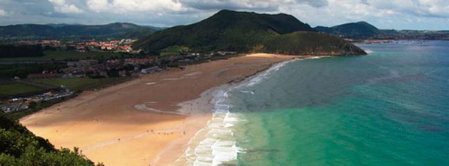 Inmensa y muy bien preservada Playa de Berria