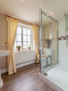 Ensuite to Downstairs Double Bedroom