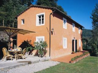 3 bedroom Villa in Lucca, Tuscany, Italy : ref 5227136