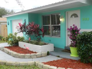 Sea Side Cottage, Key West Style Fully Furnished, Satellite Beach