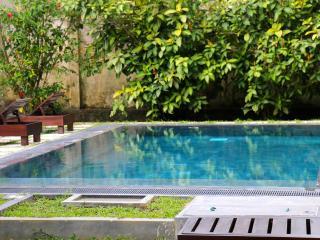 Moonwater Retreat A/C, Pool & Yoga Shala Sleeps 10, Unawatuna