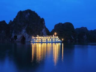 The Au Co luxury cruises, Tuan Chau Island