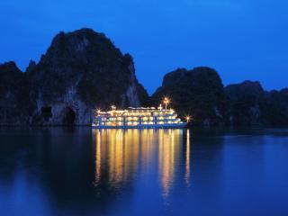The Au Co luxury cruises, Tuan Chau Island