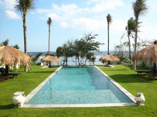 Amazing 5bd beach front villa, Tabanan