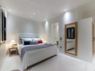 Daydream Suites -  Junior Honeymoon Suite, Fira