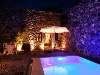Stone House - 1 Bedroom Villa with Private Pool, Megalochori