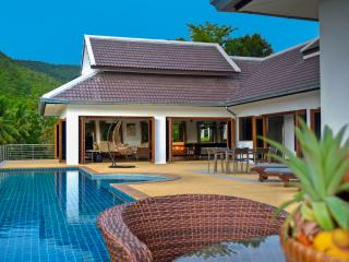 Villa E Luxury villa 4 rooms private swimming pool, Taling Ngam