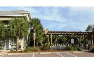 Miramar Villas 101, 4BR/4BA spacious townhouse! Steps to the Beach!, Destin