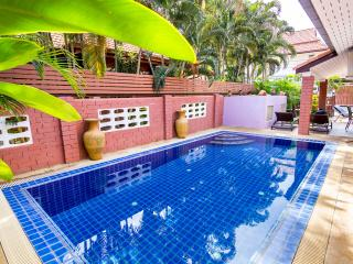 4 bedrooms villa near the beach and walking street, Pattaya