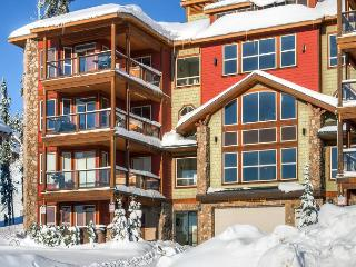 Snowbird Lodge 306 Happy Valley Location in Big White Ski Resort Sleeps 7