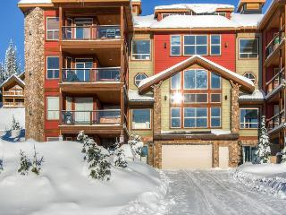 Snowbird Lodge 406 Happy Valley Location in Big White Ski Resort Sleeps 7