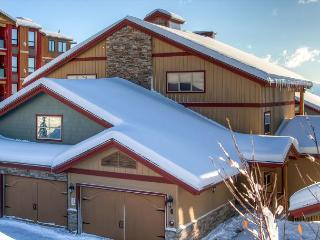 Spyglass 6E, top floor lofted vacation home in Big White Ski Resort